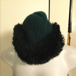 Hunter green hat with faux fur.